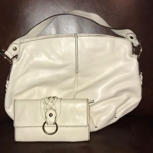 Banana republic off white leather purse & wallet
